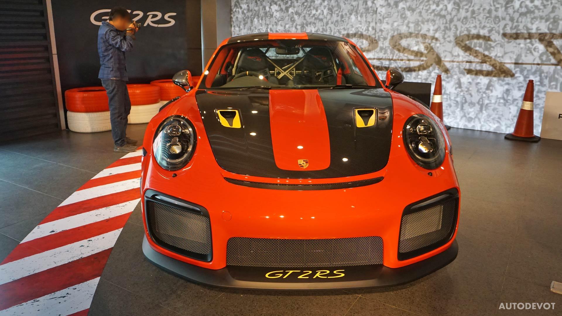 2018-Porsche-911-GT2-RS_25