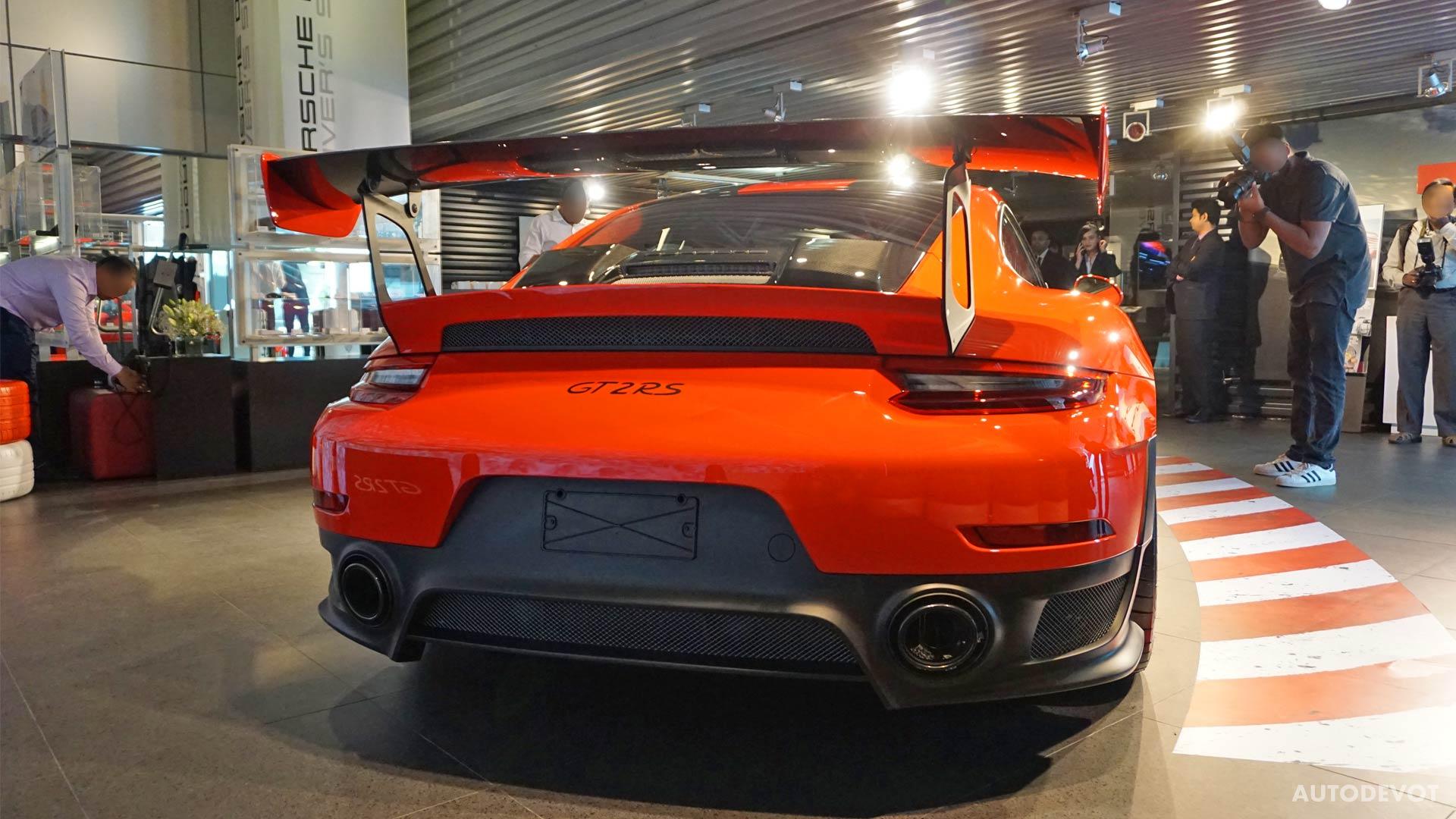 2018-Porsche-911-GT2-RS_3