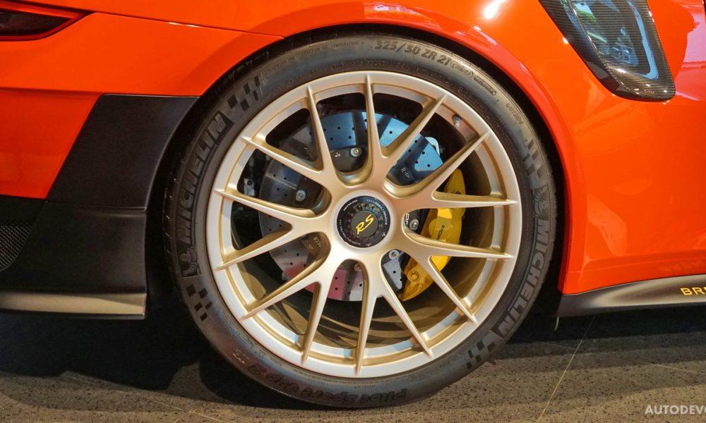 2018-Porsche-911-GT2-RS_4