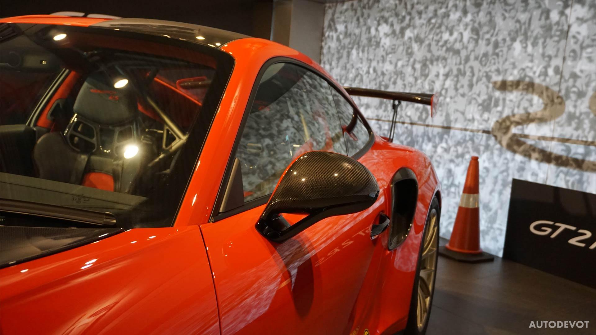 2018-Porsche-911-GT2-RS_5
