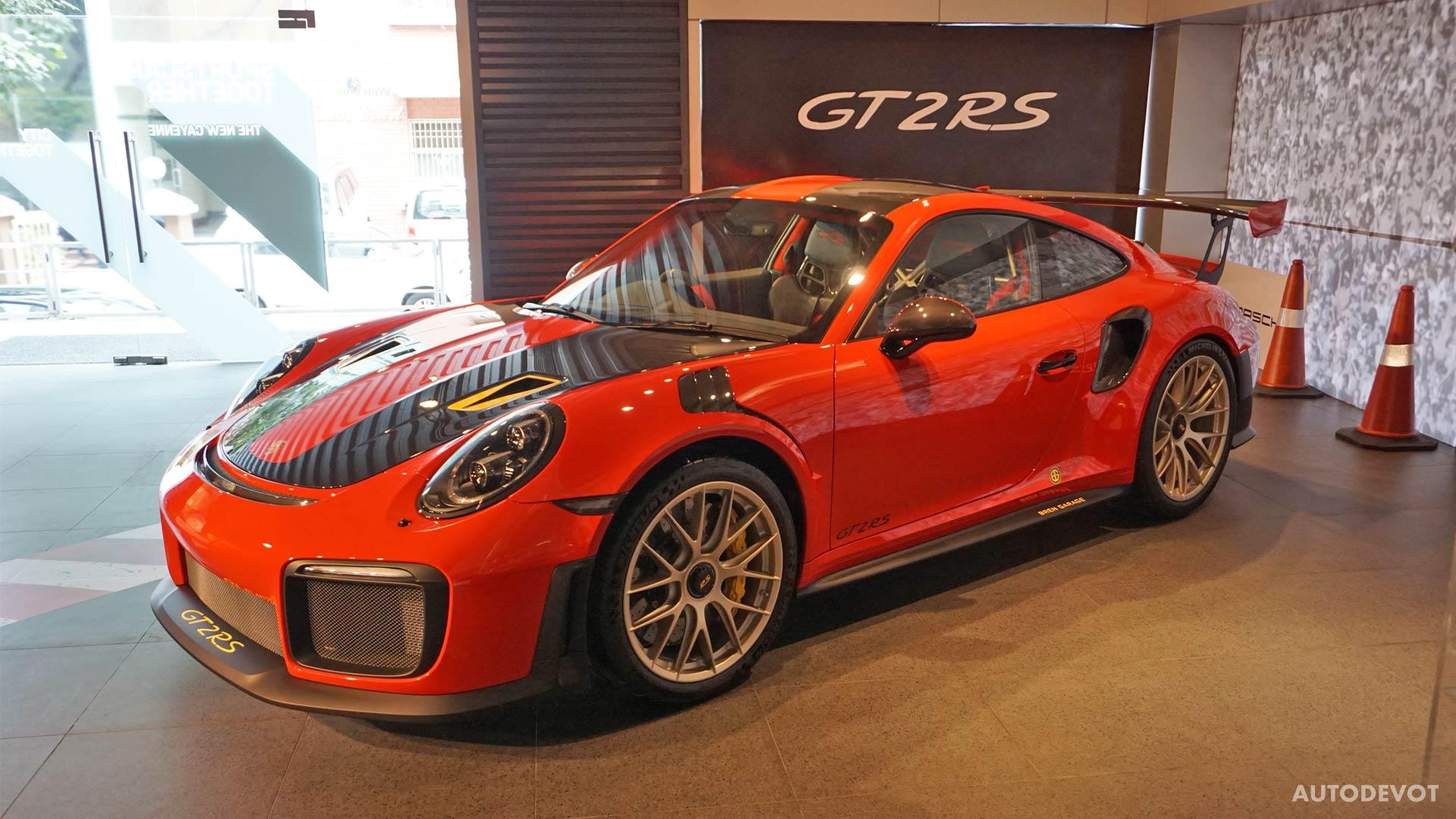 2018-Porsche-911-GT2-RS_8