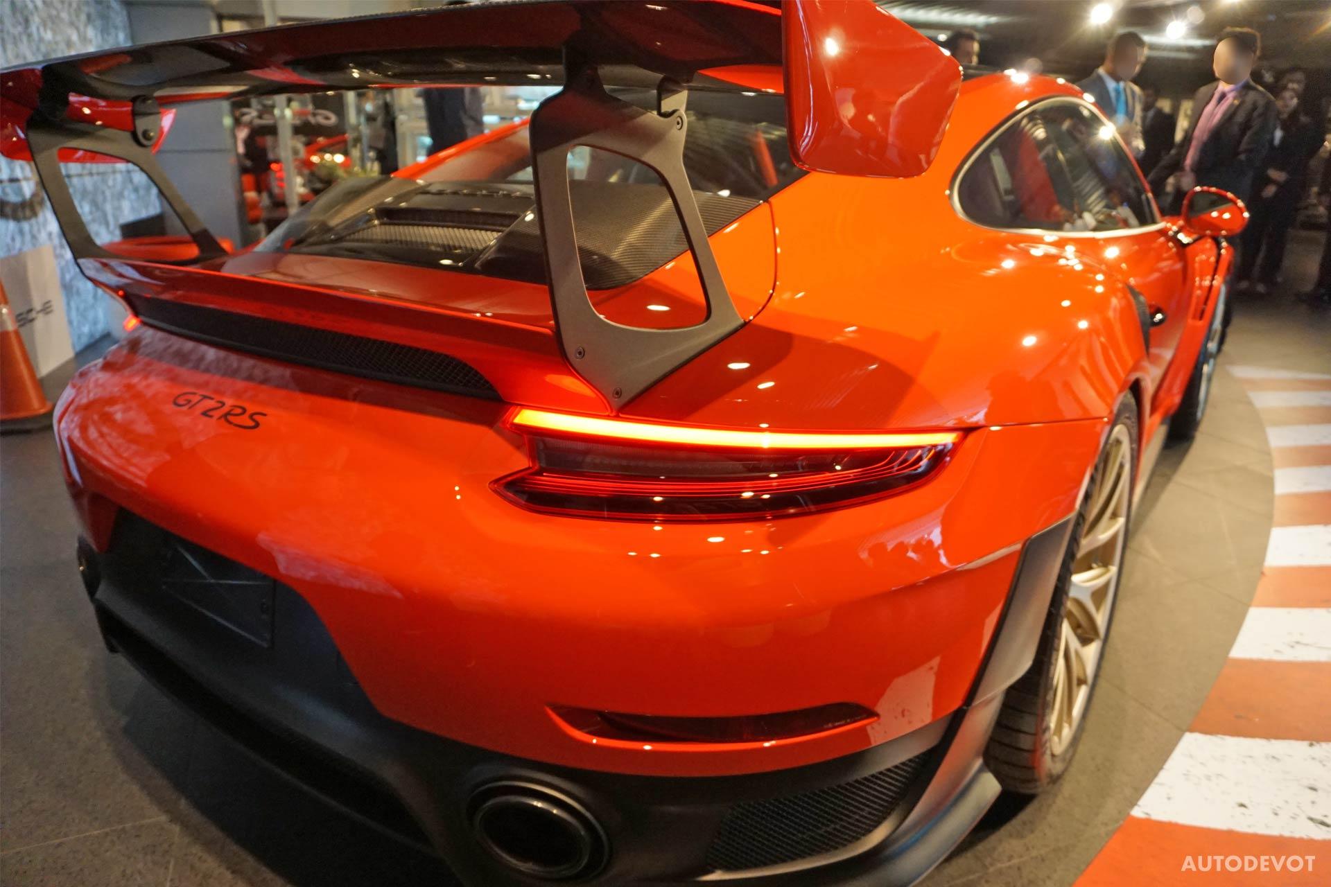 2018-Porsche-911-GT2-RS_9