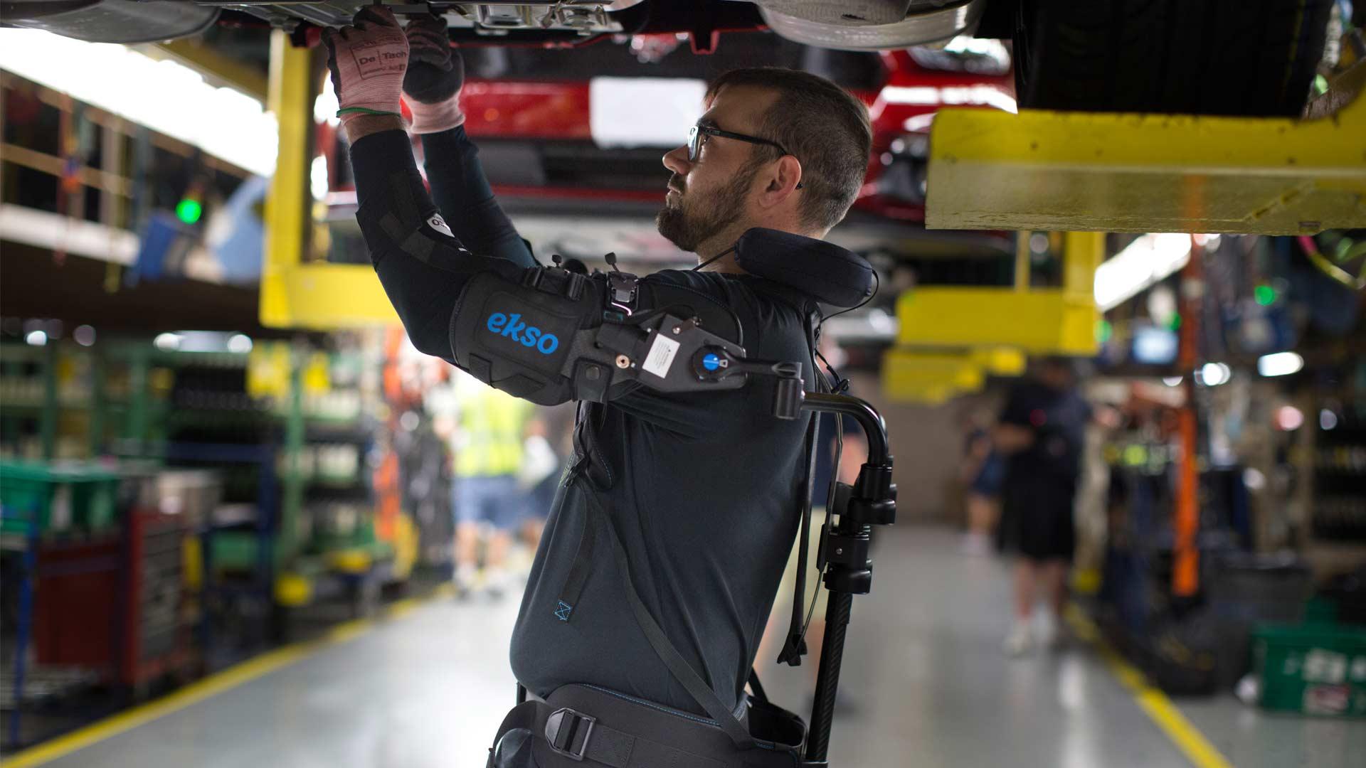 Ford-Exoskeleton-EksoVest_2
