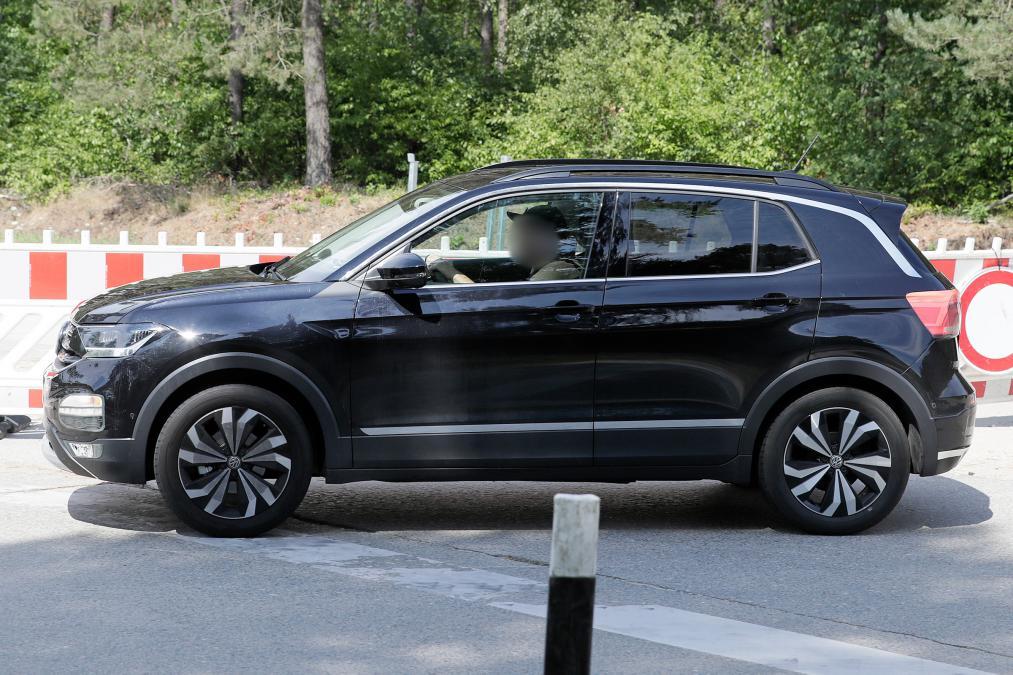 undisguised volkswagen  cross shows  compact dimensions autodevot