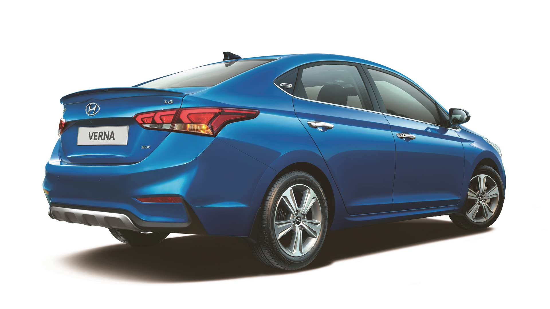 2018-Hyundai-Verna-Anniversary-Edition_2