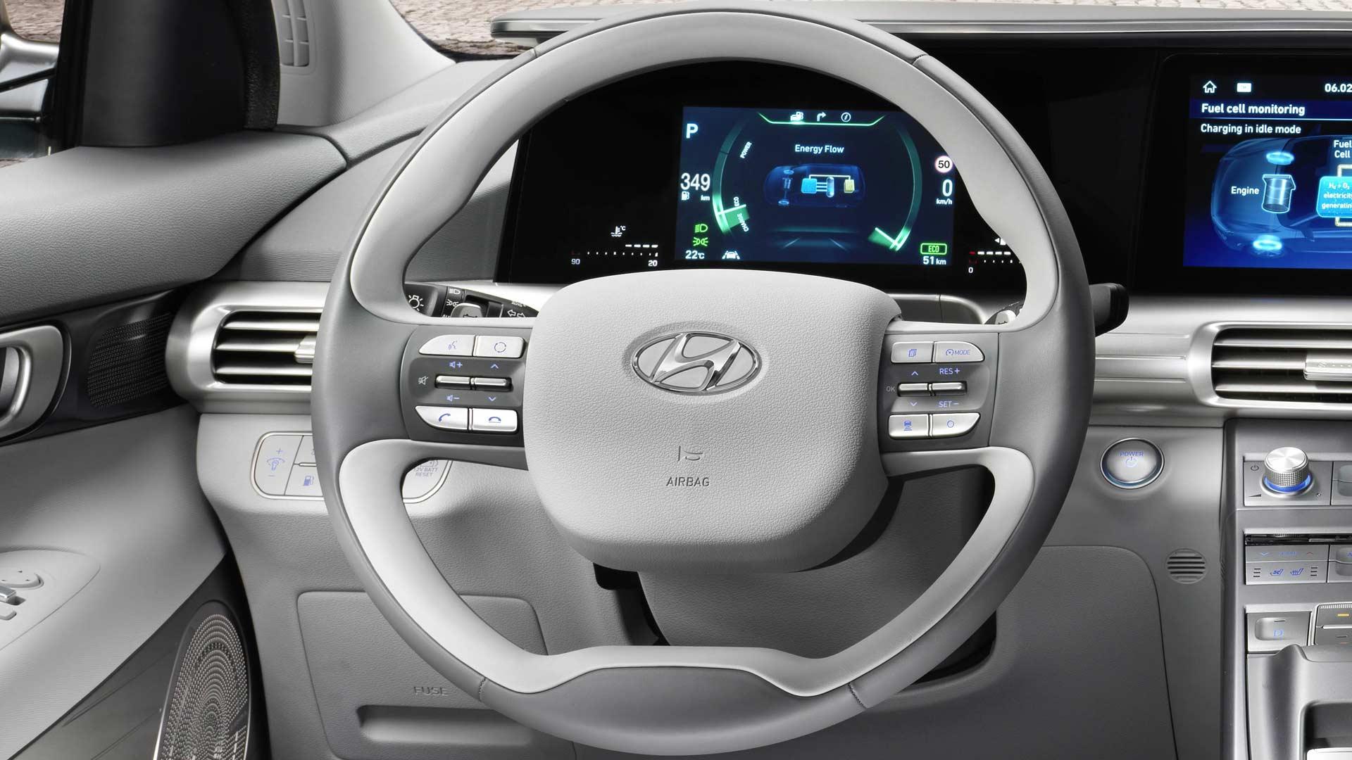 2019-Hyundai-Nexo-fuel-cell-SUV-Interiors_5