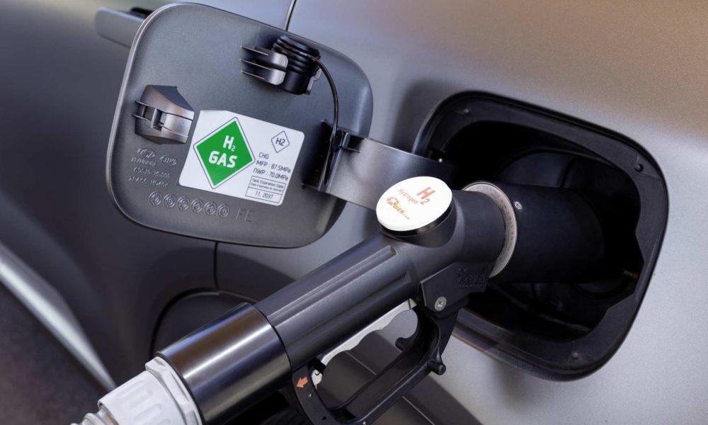 2019-Hyundai-Nexo-fuel-cell-SUV-refuelling-cap