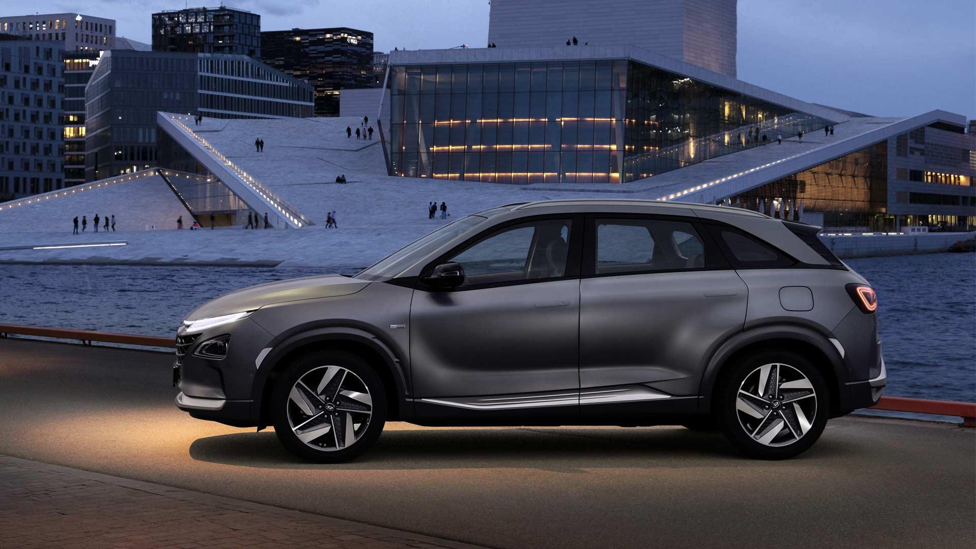 2019-Hyundai-Nexo-fuel-cell-SUV_5