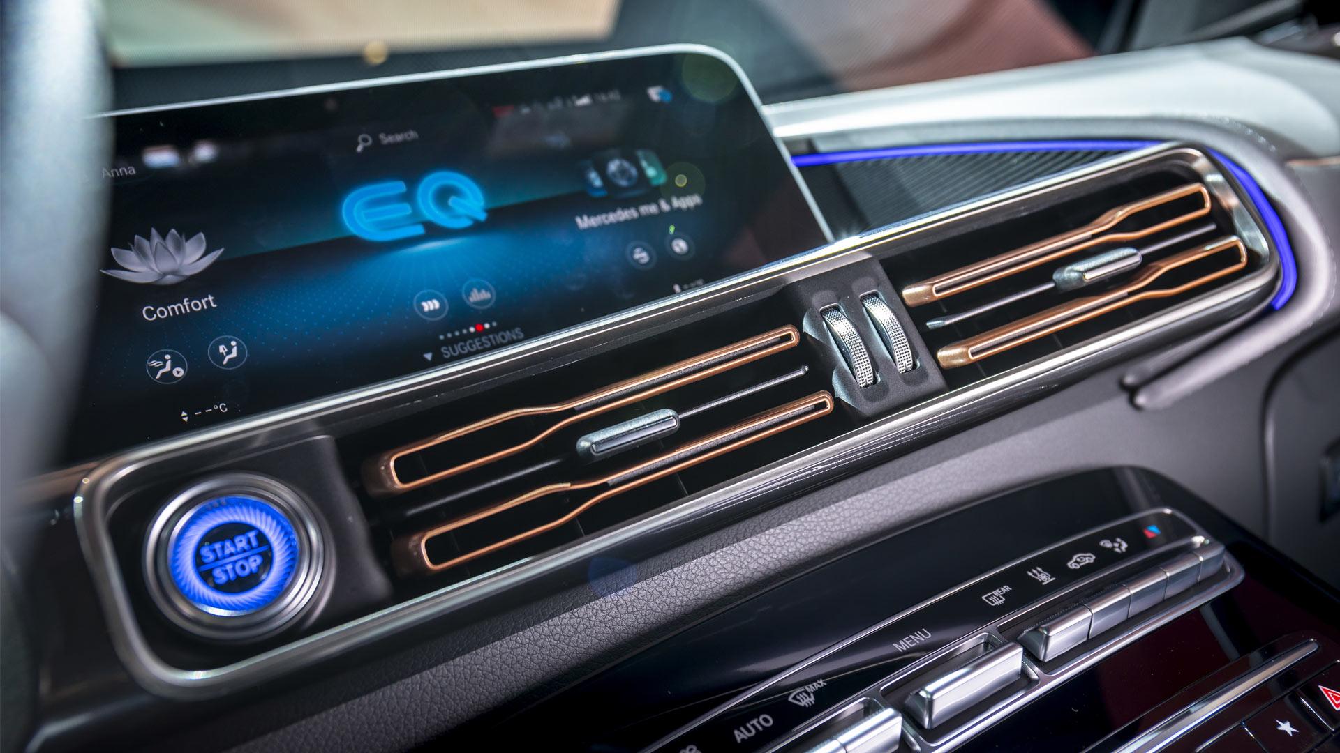 Mercedes-Benz-EQC-Interior_2