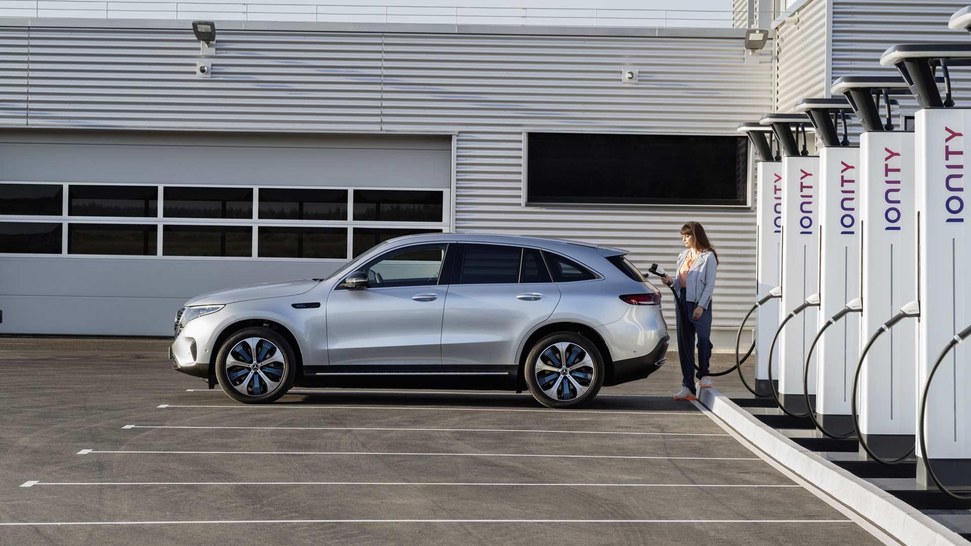 Mercedes-Benz-EQC_4