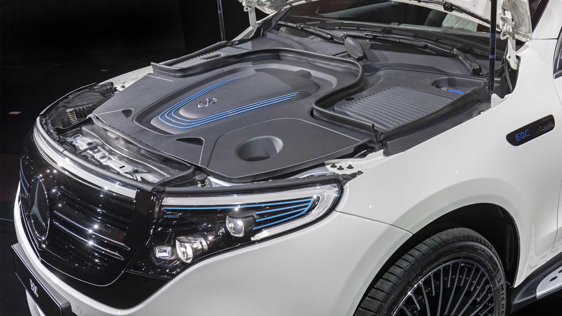 Mercedes-Benz-EQC_6