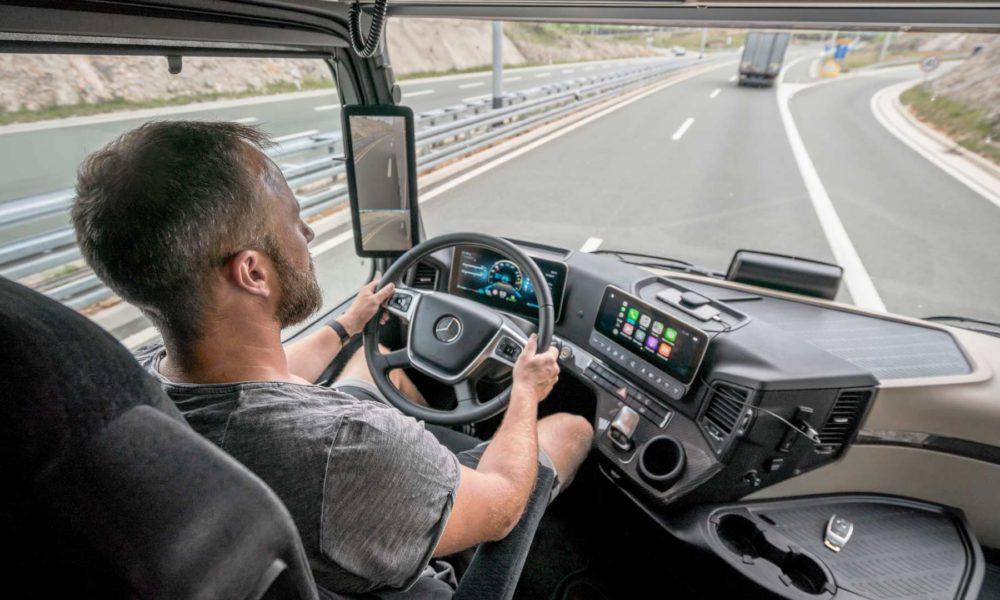 New-2019-Mercedes-Benz Actros Interior