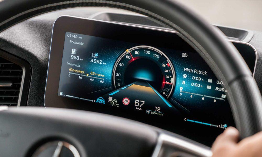 New-2019-Mercedes-Benz Actros Interior_2