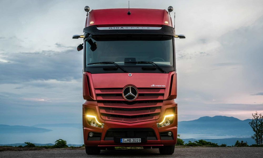 New-2019-Mercedes-Benz Actros_4