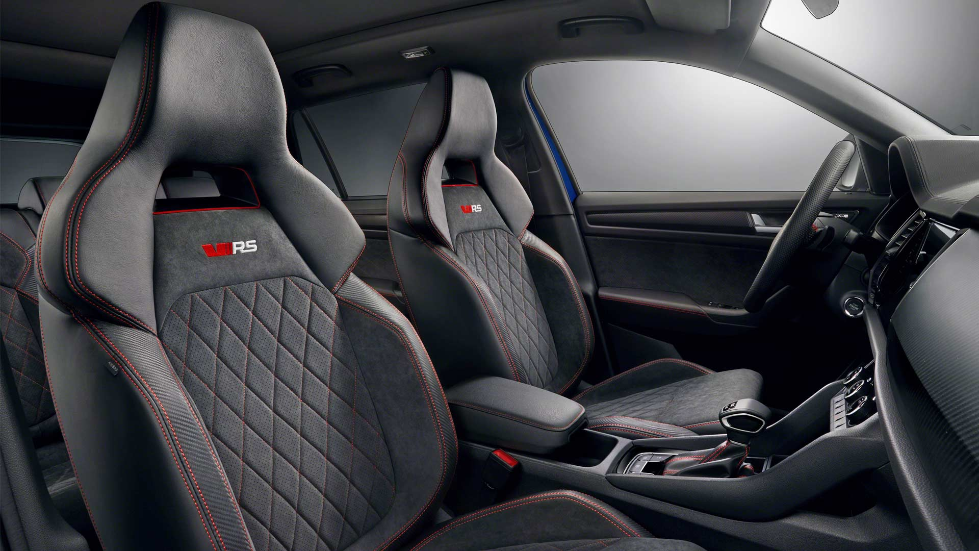Skoda kodiaq rs shows its sporty interiors autodevot - Skoda kodiaq interior ...