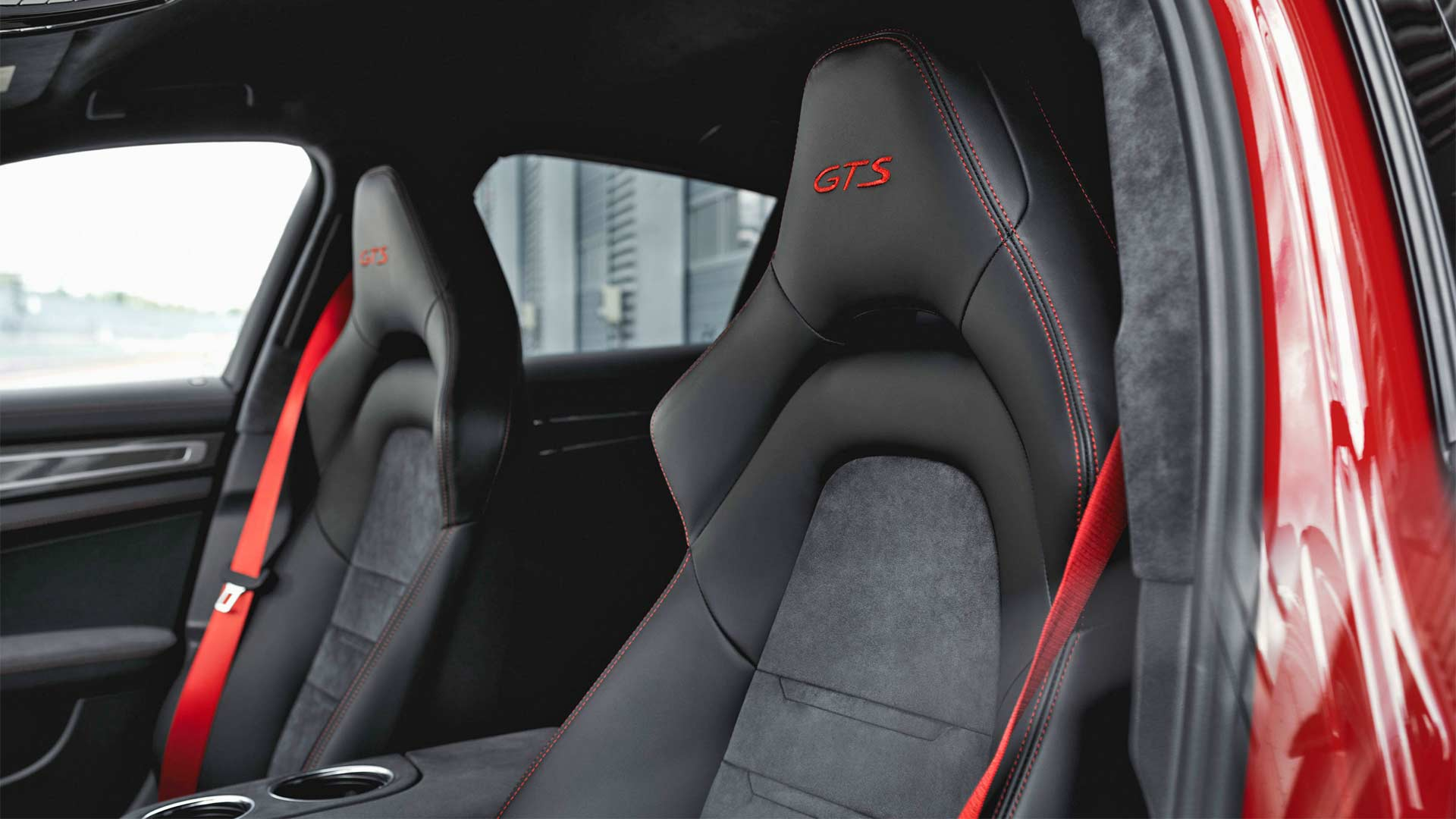 2018-2nd-generation-Porsche-Panamera-GTS-Interior_2