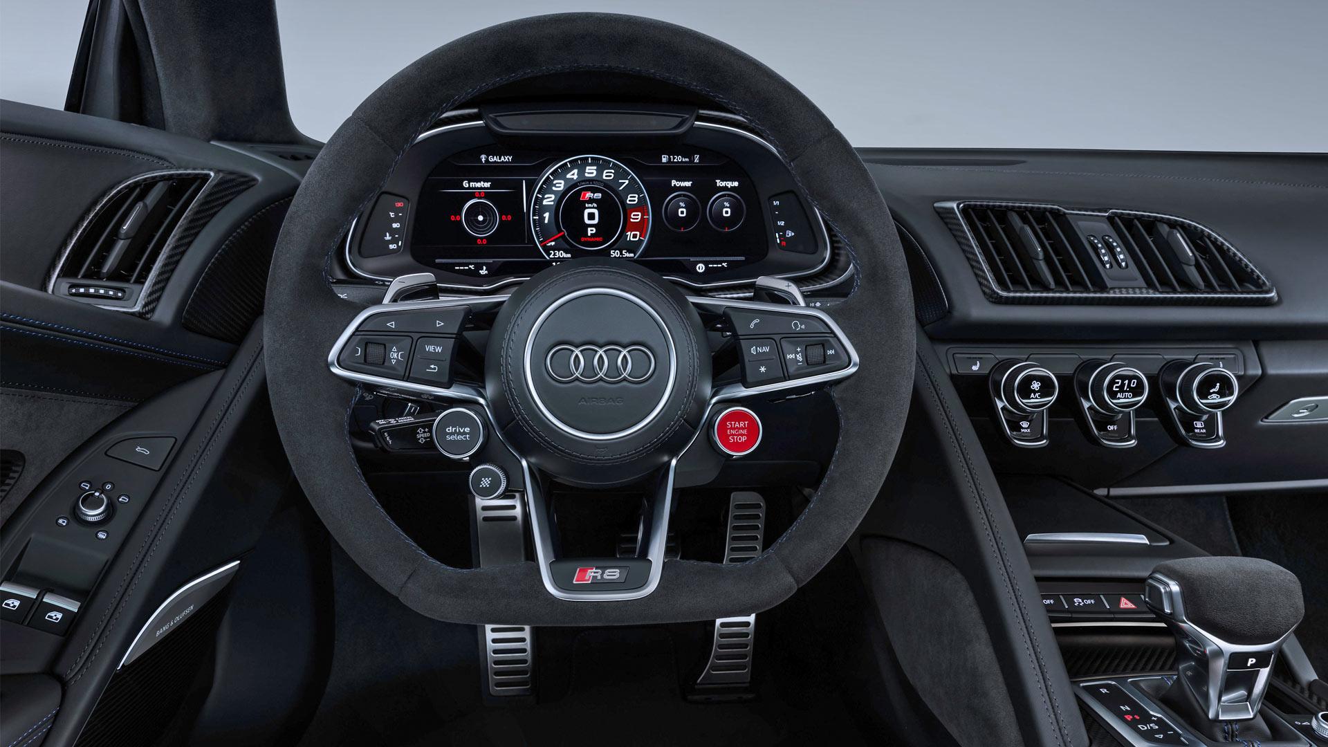2019-Audi-R8-Coupe-Interior_2