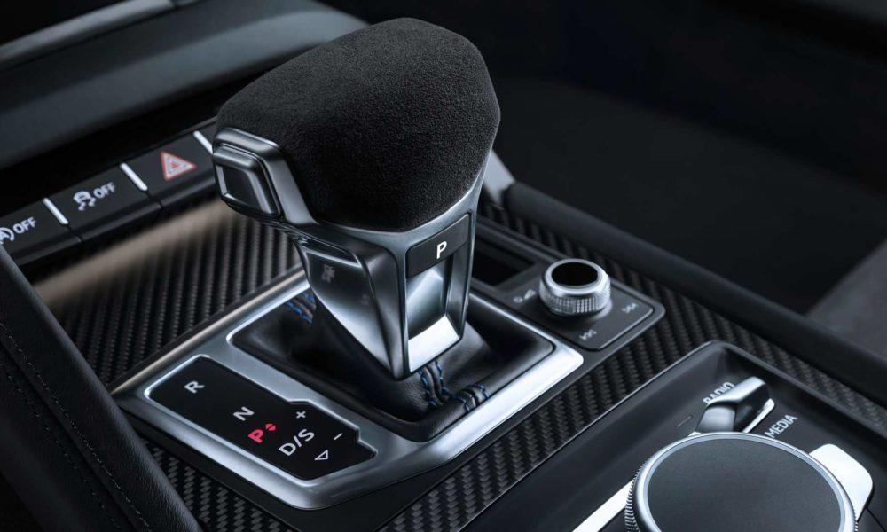 2019-Audi-R8-Coupe-Interior_3