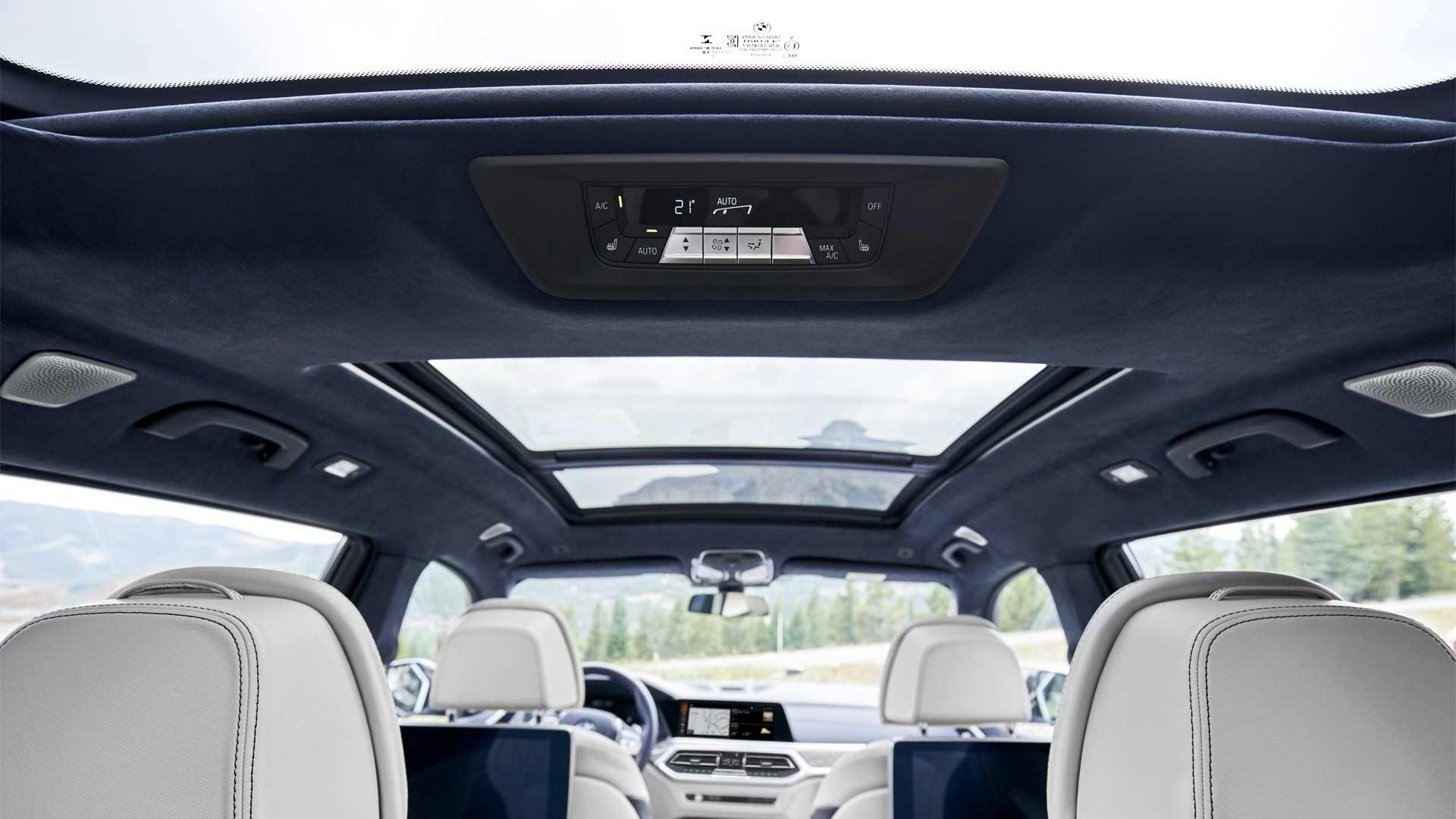 2019-BMW-X7-Interior_8