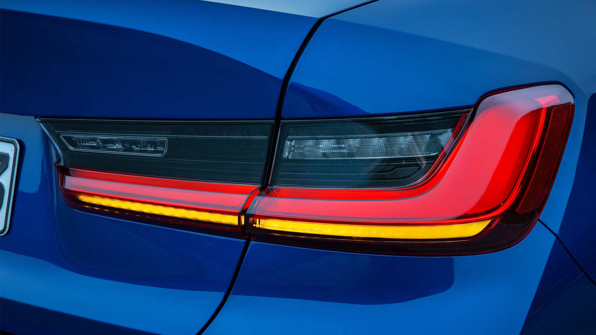7th-generation-2019-BMW-3-Series-M-Sport-tail-lamps