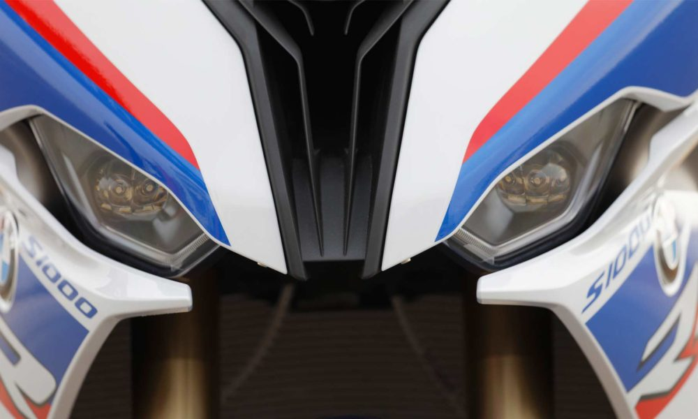 2019-BMW-S-1000-RR-headlamps
