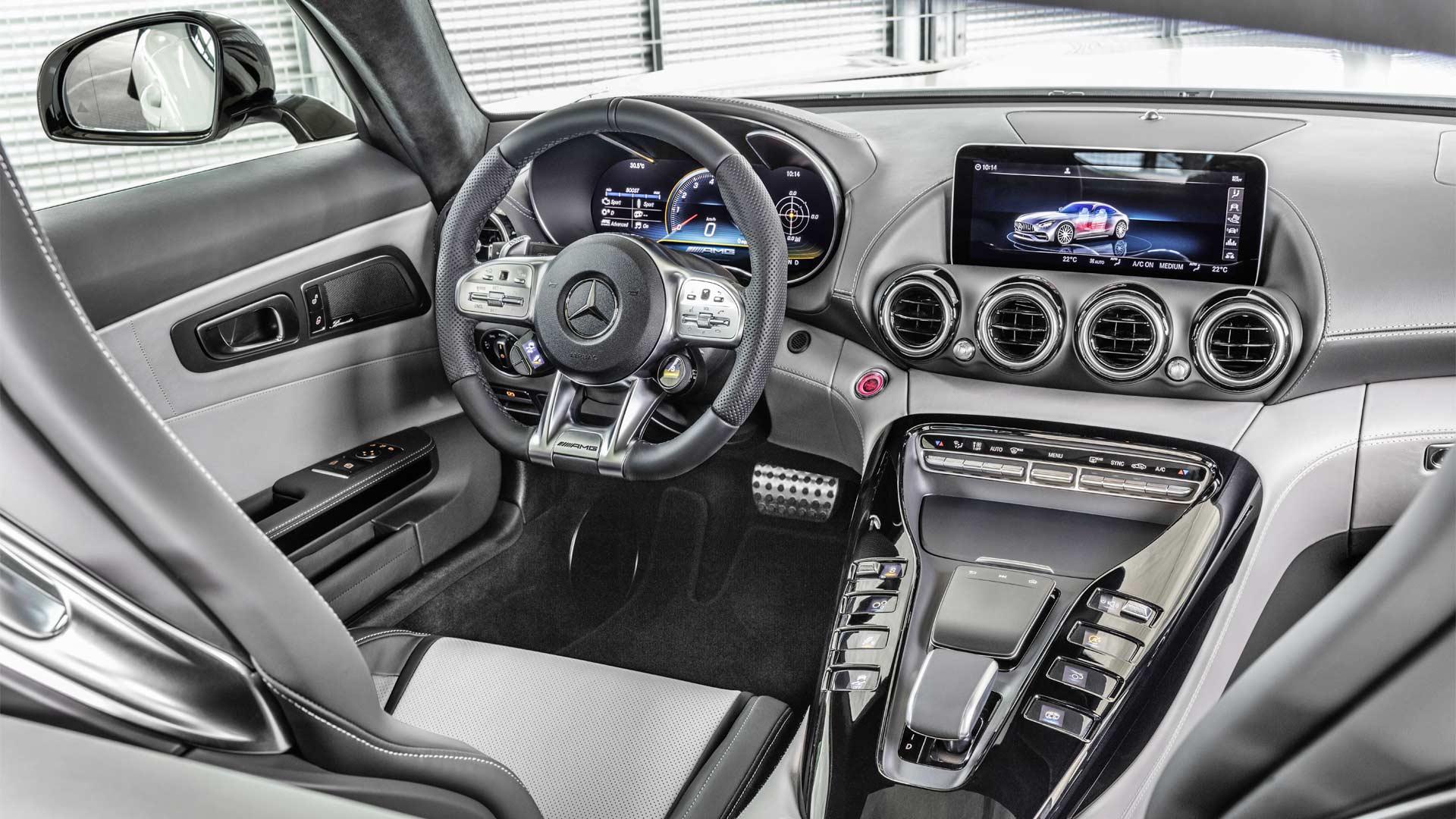 2019-Mercedes-AMG-GT-Interior-designo-diamond-white