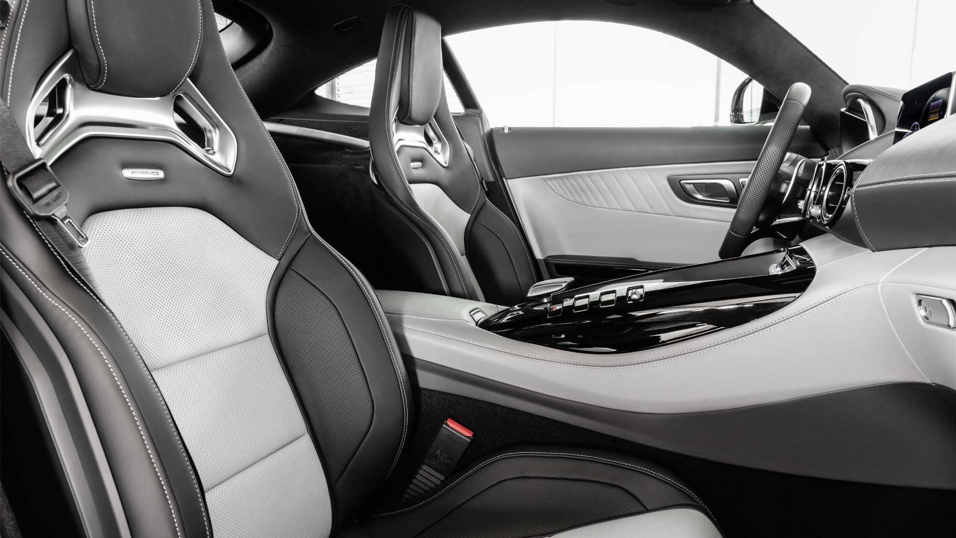 2019-Mercedes-AMG-GT-Interior-designo-diamond-white_2