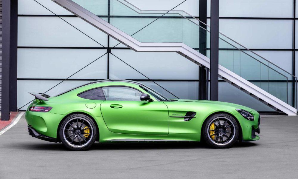 2019-Mercedes-AMG-GT-R_3