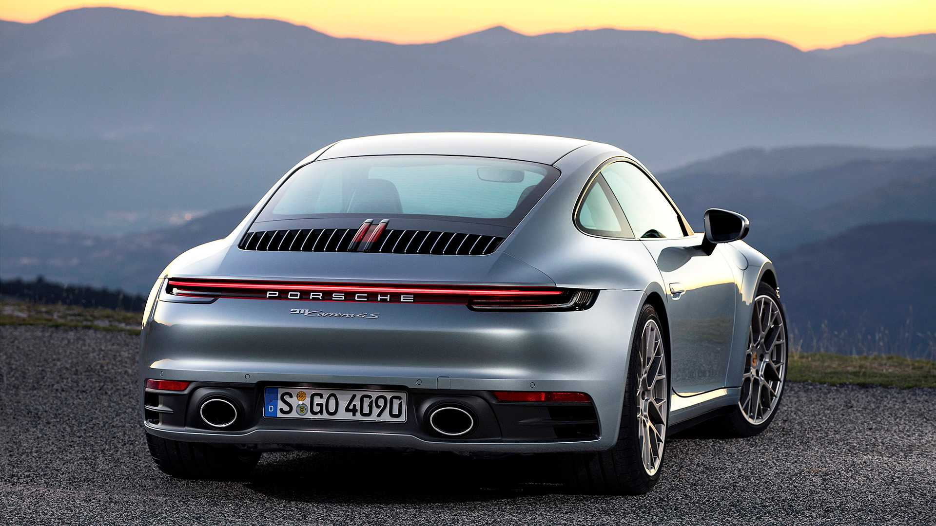 2019-Porsche-911-Carrera-4S-992_2