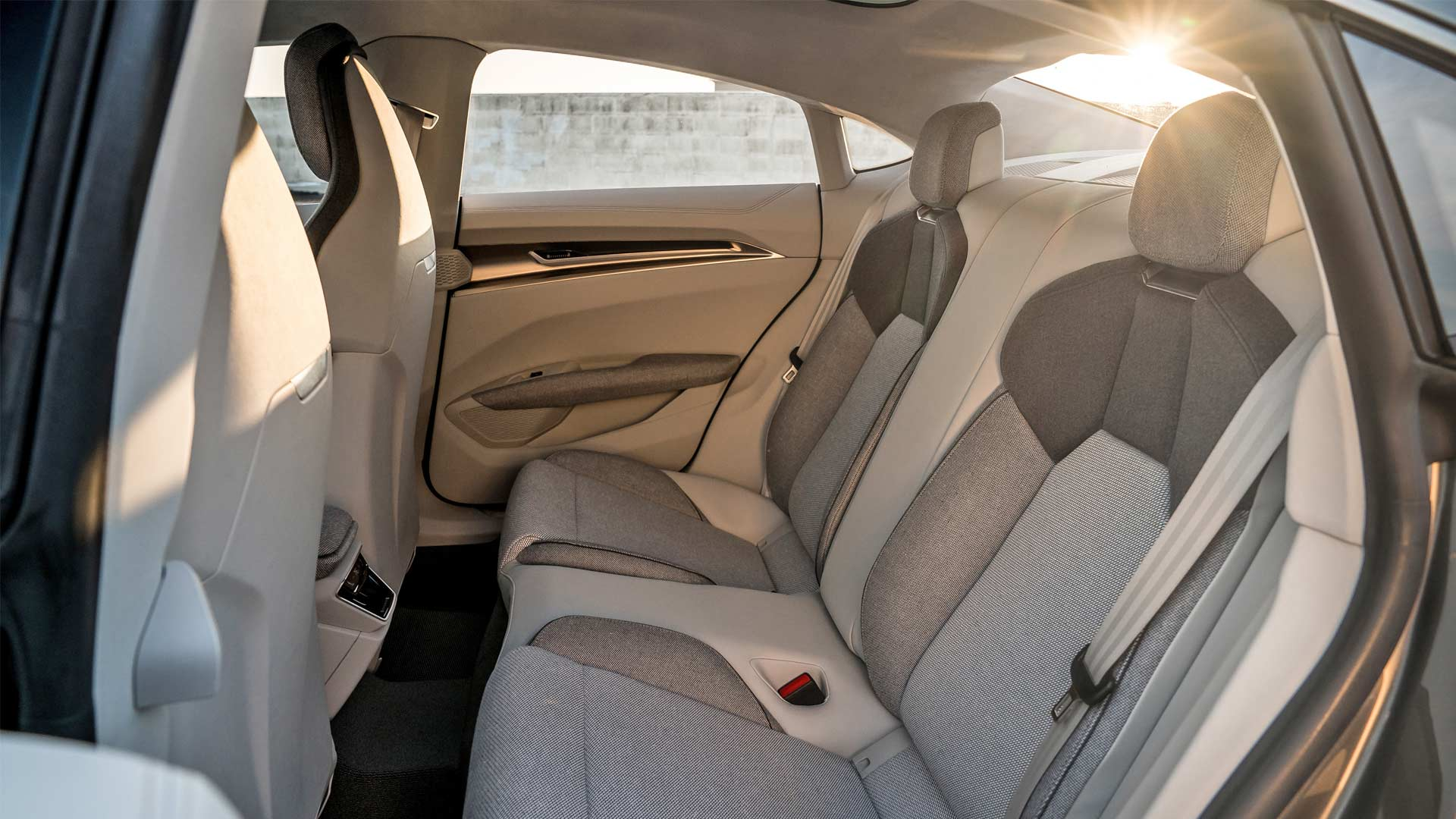 Audi-e-tron-GT-concept-Interior_4