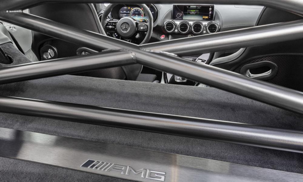 Mercedes-AMG-GTR-Pro-Interior_2