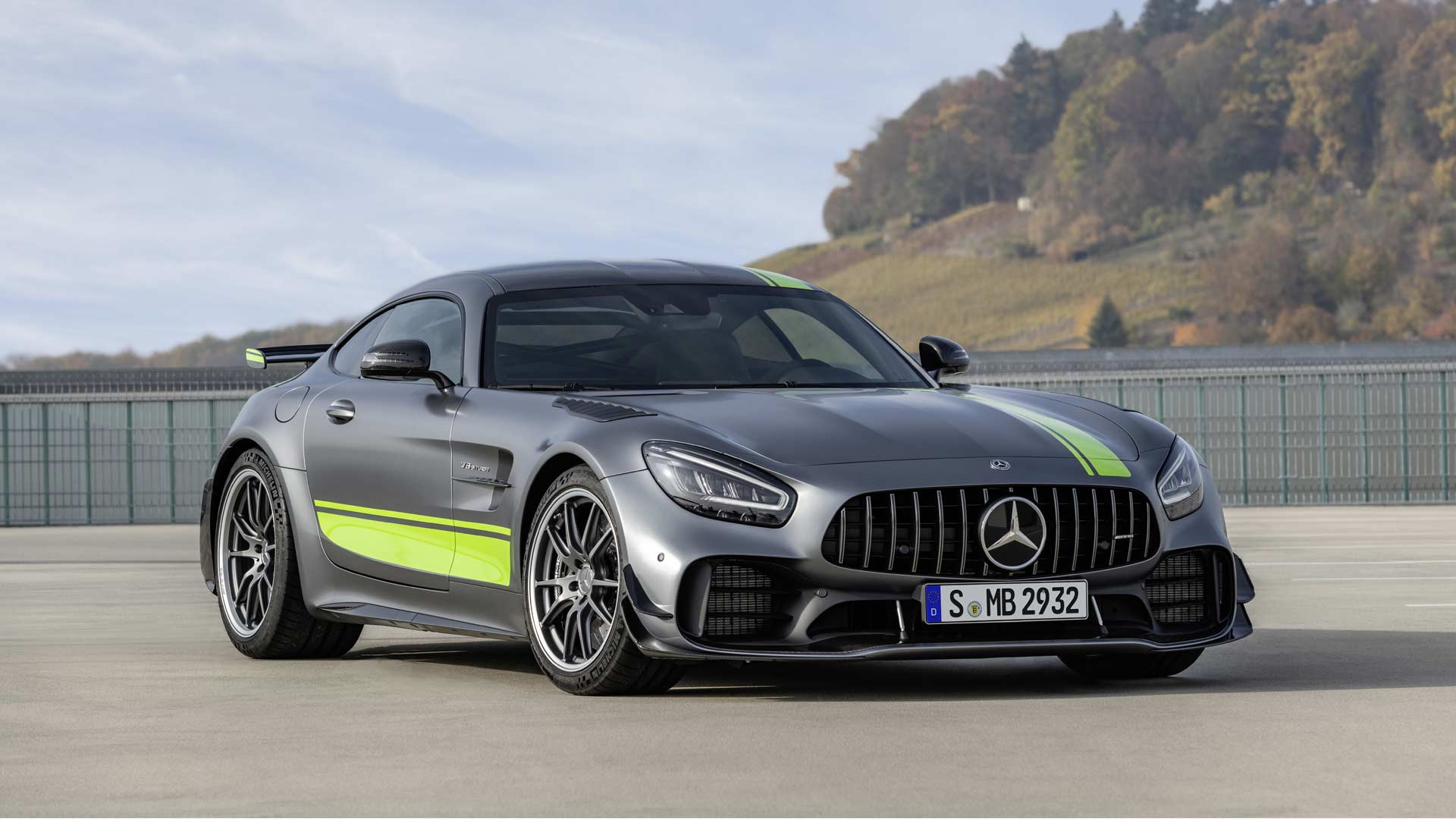 mercedes amg gt r pro is more focused on the track autodevot. Black Bedroom Furniture Sets. Home Design Ideas