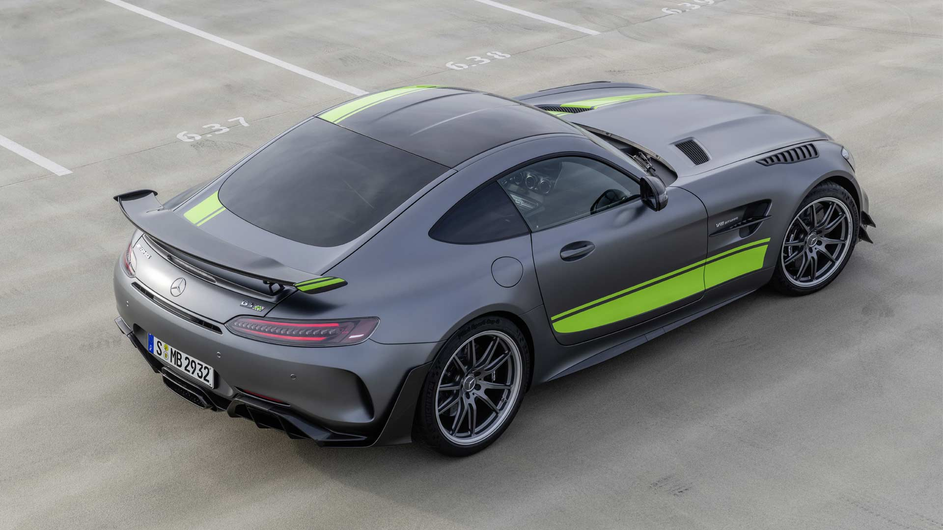 Mercedes-AMG-GTR-Pro_3
