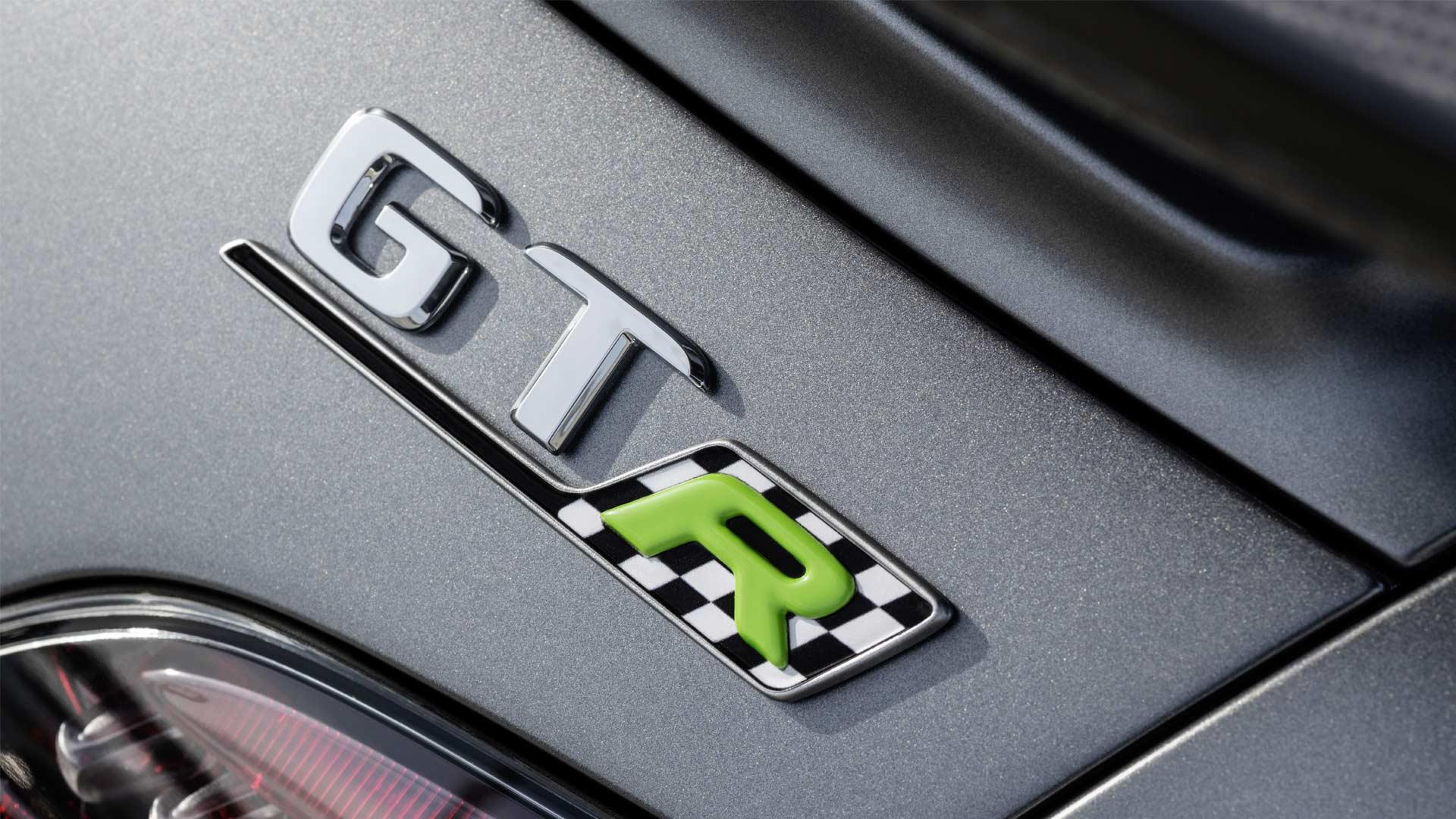 Mercedes-AMG-GTR-Pro_7