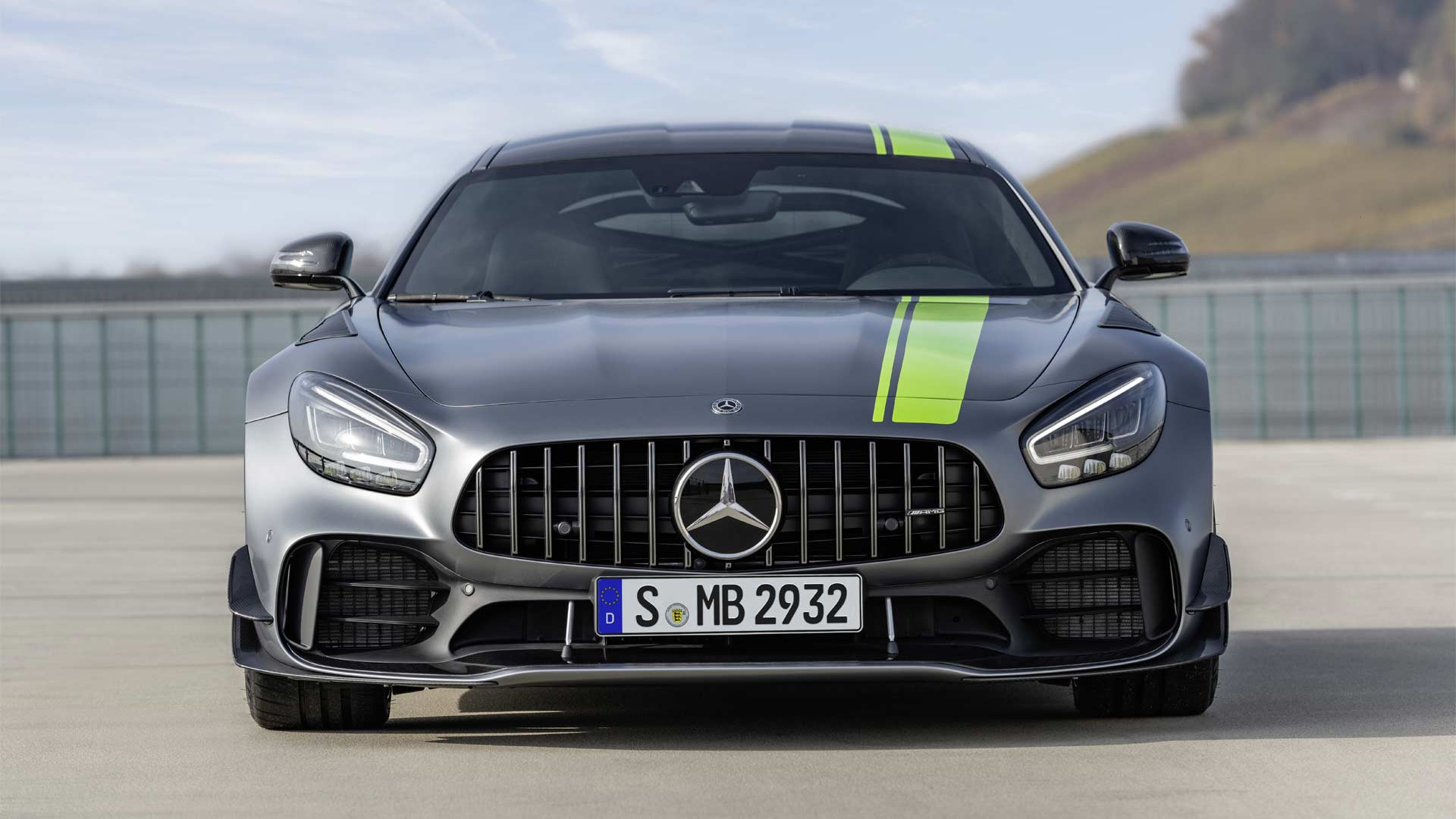 Mercedes-AMG-GTR-Pro_8