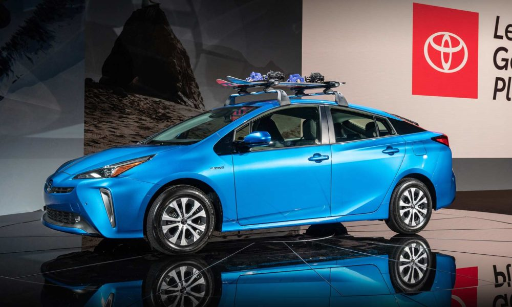 2019-Toyota-Prius-AWD-e_2