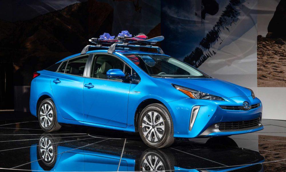 2019-Toyota-Prius-AWD-e_3