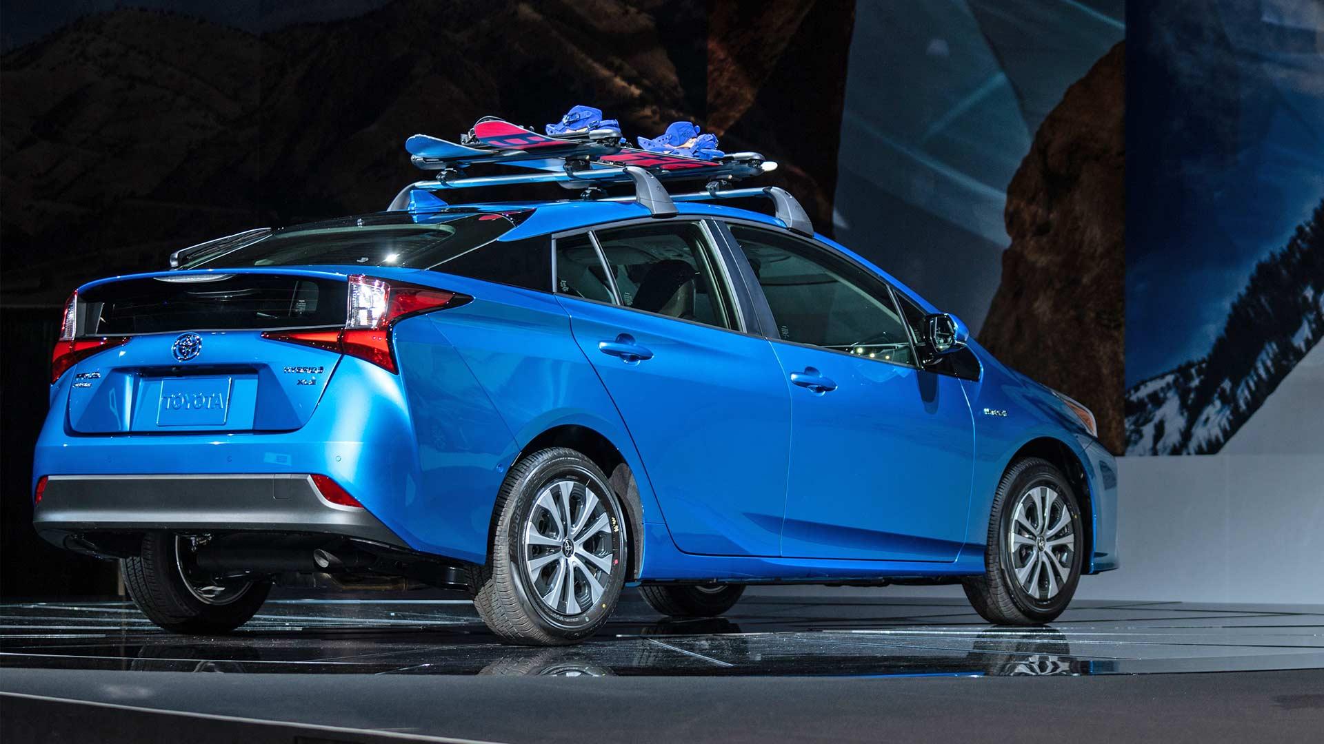 2019-Toyota-Prius-AWD-e_4
