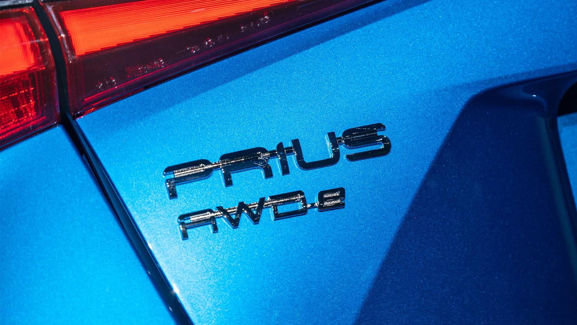 2019-Toyota-Prius-AWD-e_5