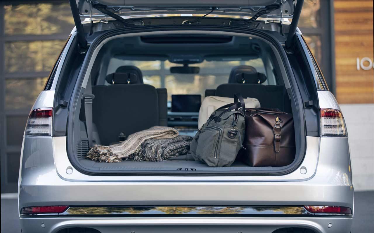 2020-Lincoln-Aviator-Interior-Boot
