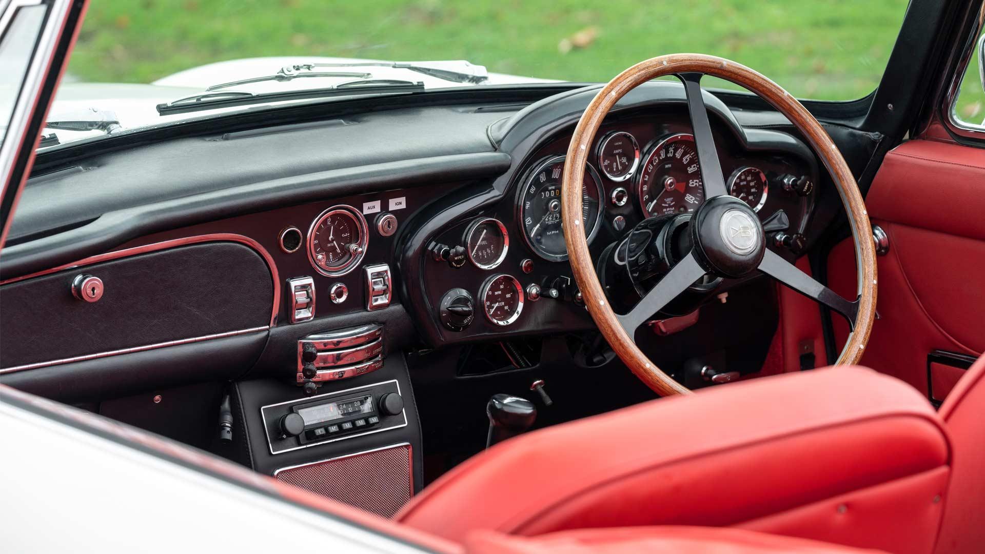 Aston-Martin-1970 DB6 MkII Volante-Interior-EV-Conversion_2