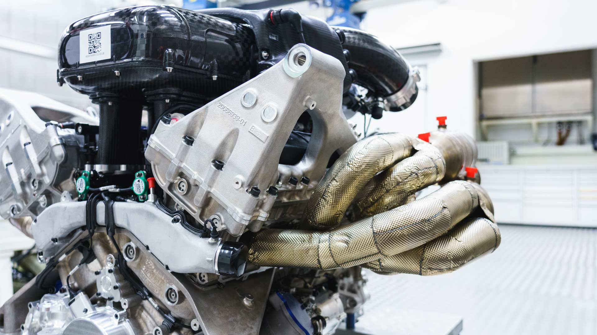 Aston-Martin-Valkyrie-V12-Engine-Cosworth_4