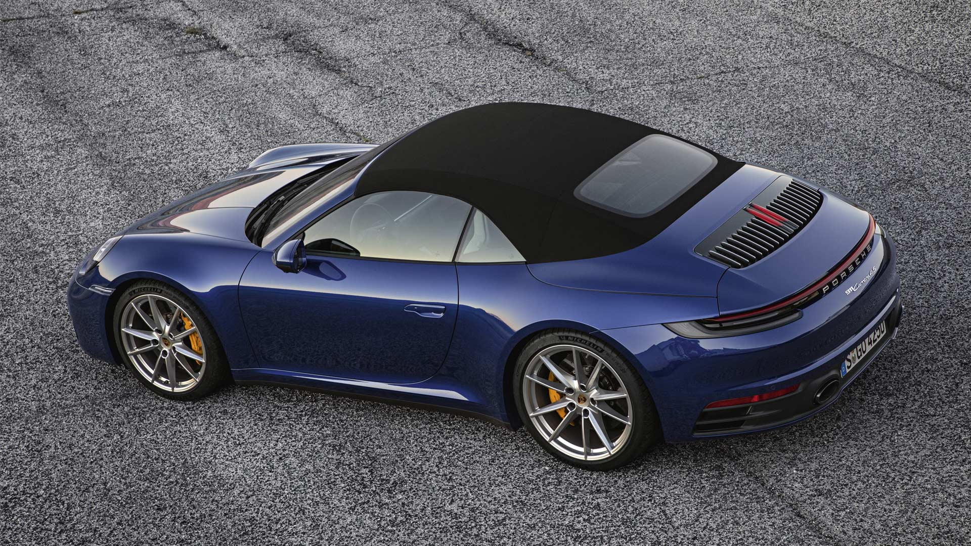 2020-911-Carrera-4S-Cabriolet-Roof-Closed