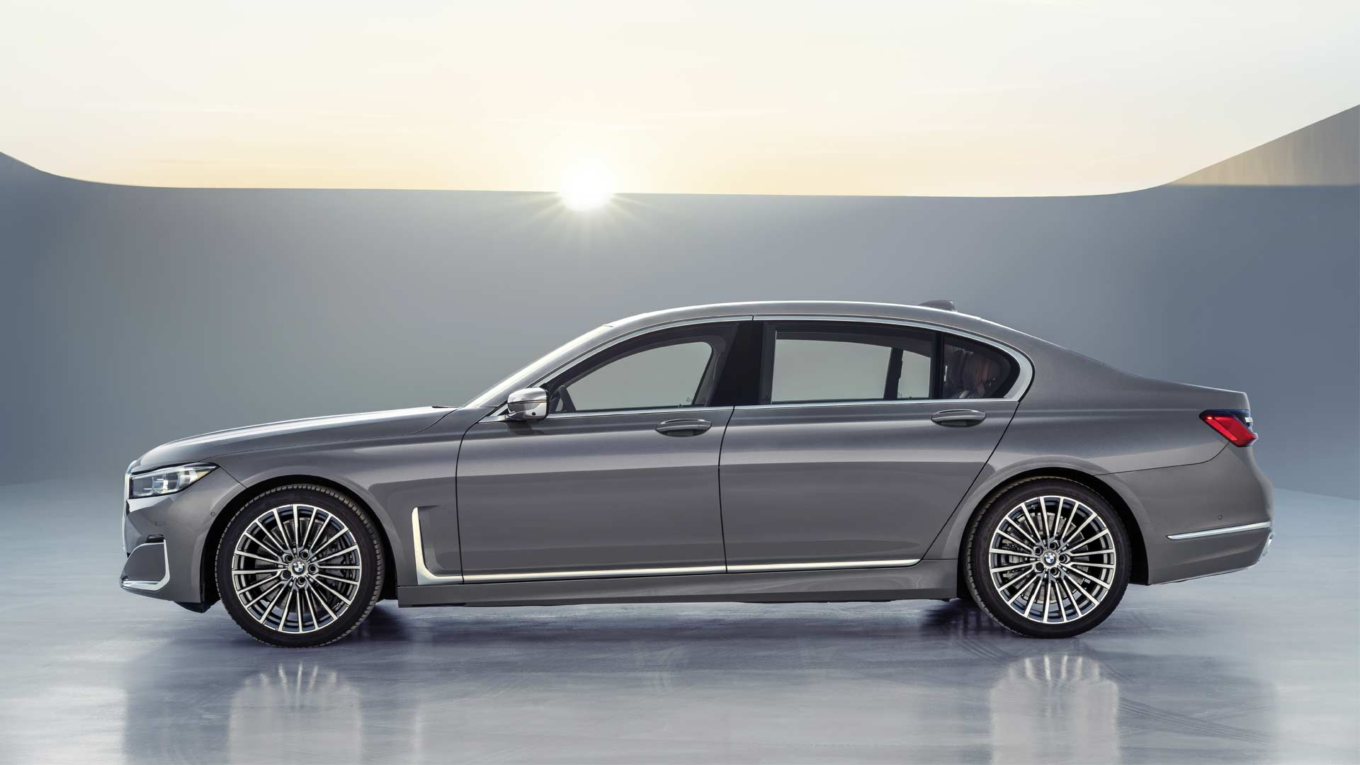 2020-BMW-7-Series_5