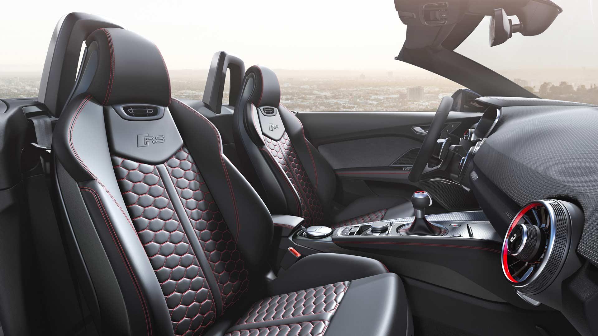 2019-Audi-TT-RS-Roadster-Interior_2