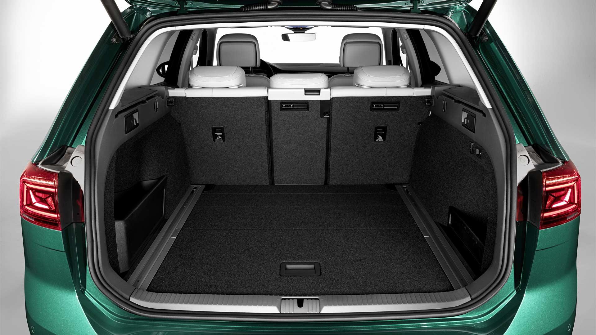 2019-Volkswagen-Passat-Alltrack-Boot