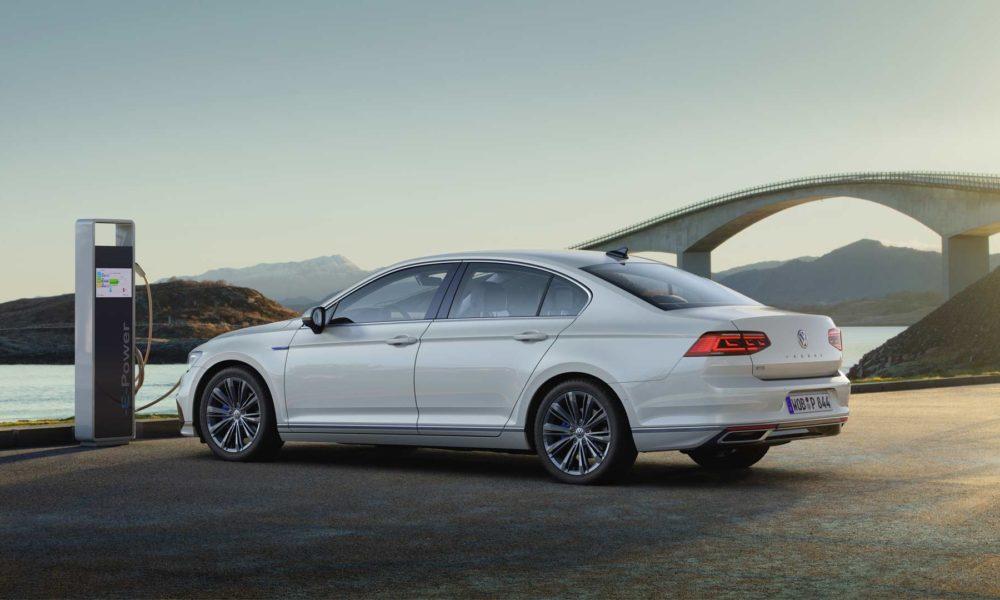 2019-Volkswagen-Passat-GTE_3