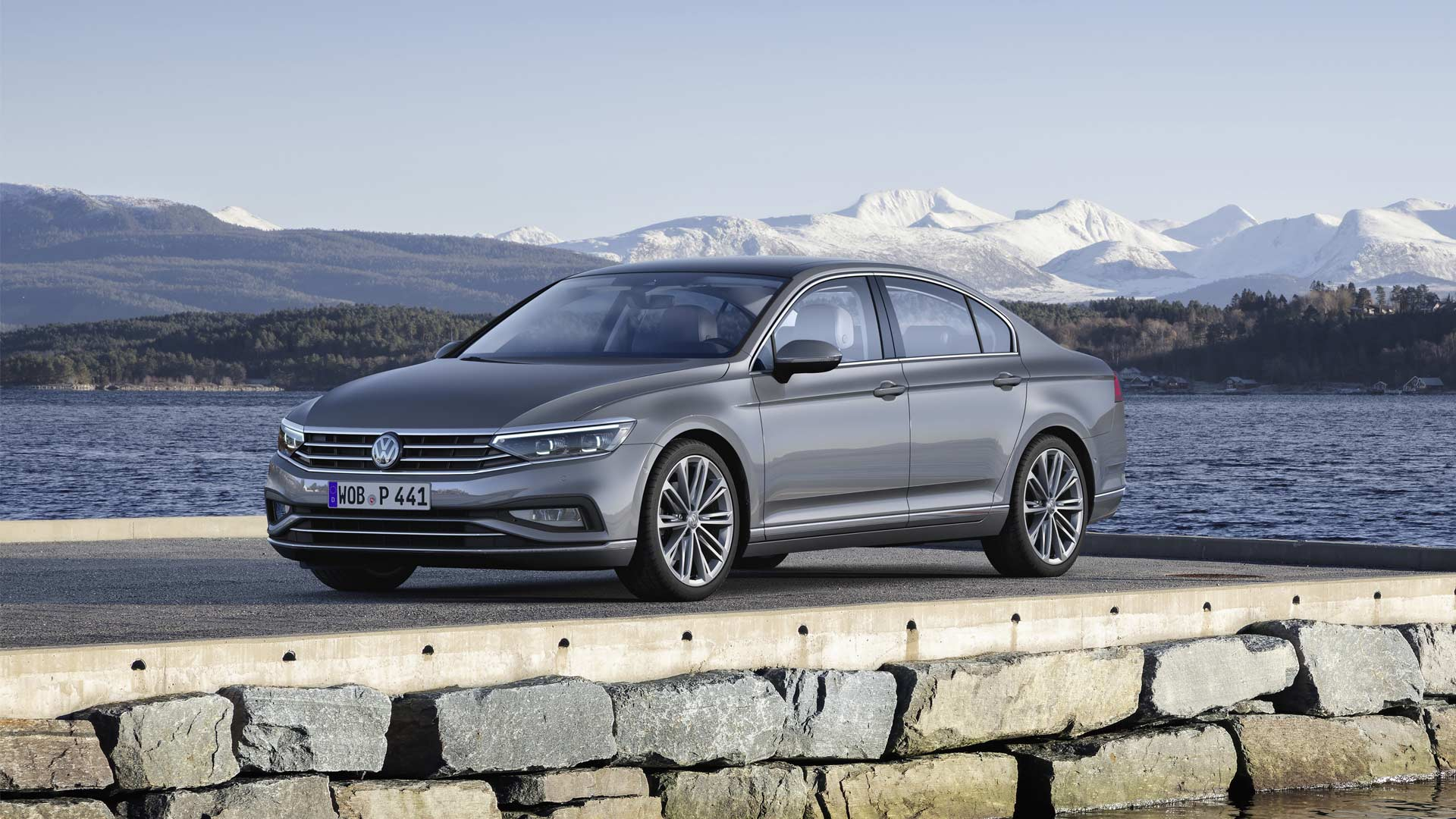 2019-Volkswagen-Passat-Sedan