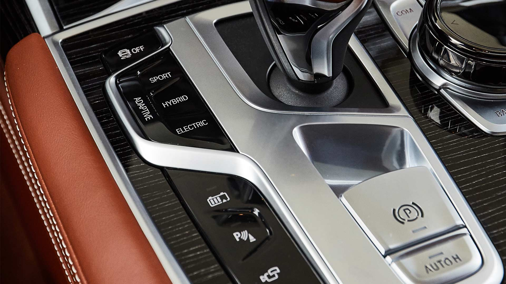 2020-BMW-745le-Plug-In-Hybrid-Interior_2