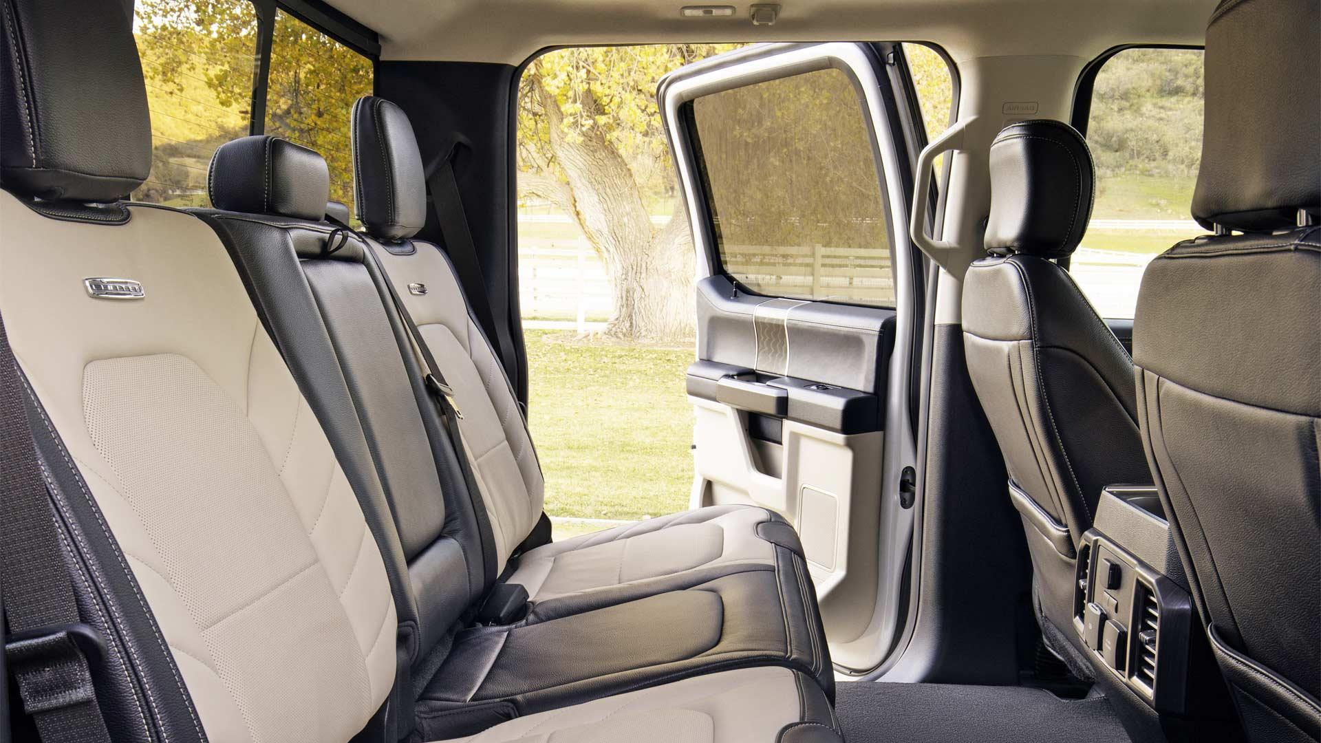 2020-Ford-F-450-Interior_3